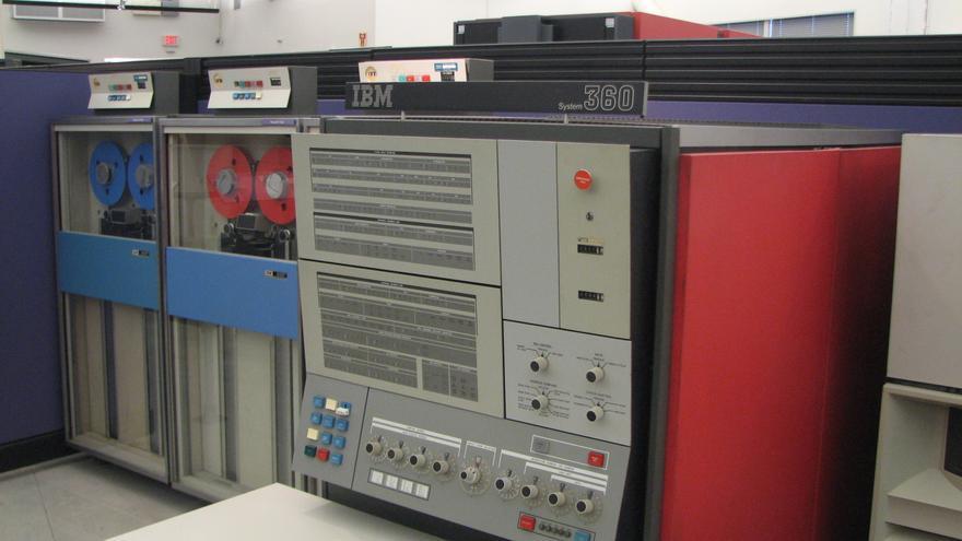 Panel frontal del IBM S/360