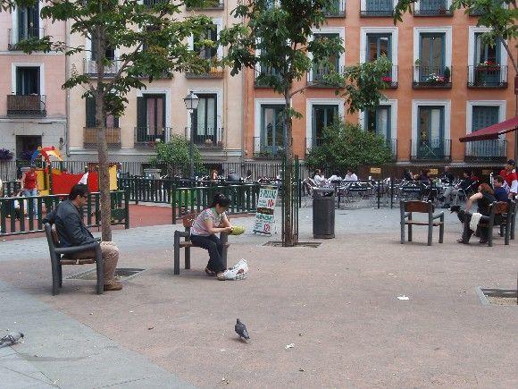 Un buen lugar para estar pese al mobiliario | LUIS DE LA CRUZ