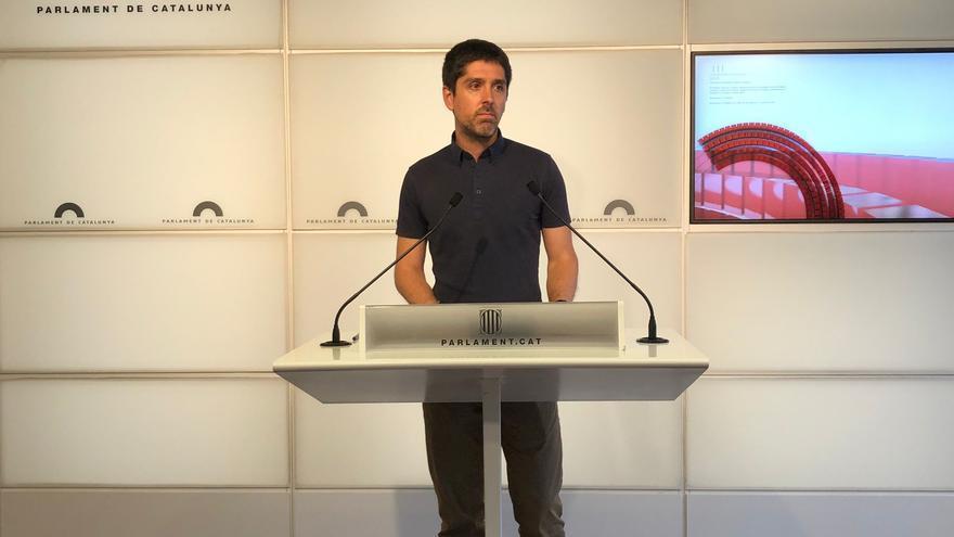 El portavoz de los comuns en el Parlament, David Cid, en rueda de prensa en el Parlament a 13 de julio de 2021
