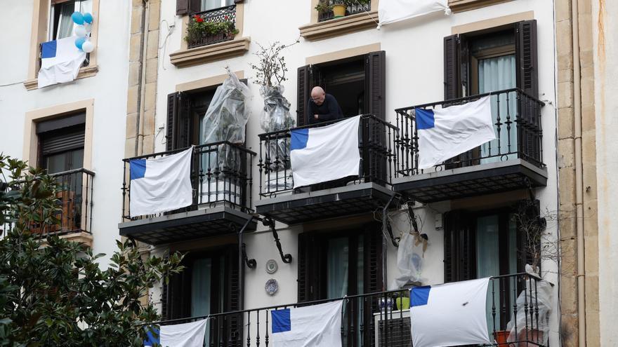 Una fiesta refugiada en los balcones