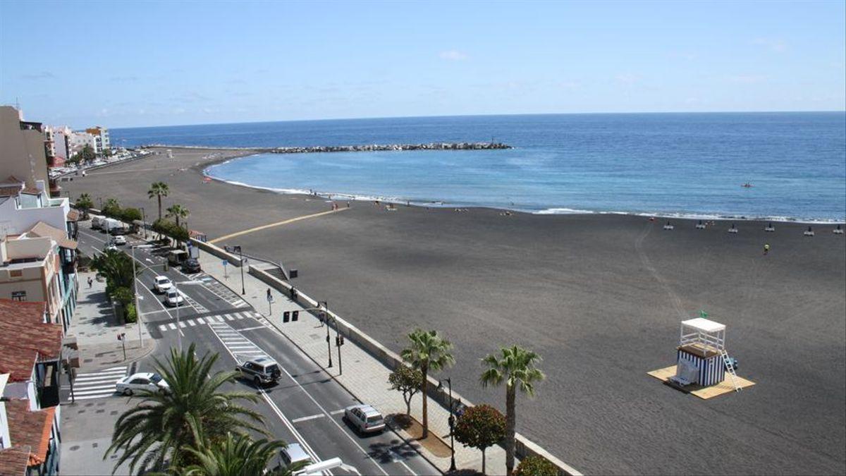 Imagen de archivo de un tramo de la Avenida Marítima y playa de Santa Cruz de La Palma.