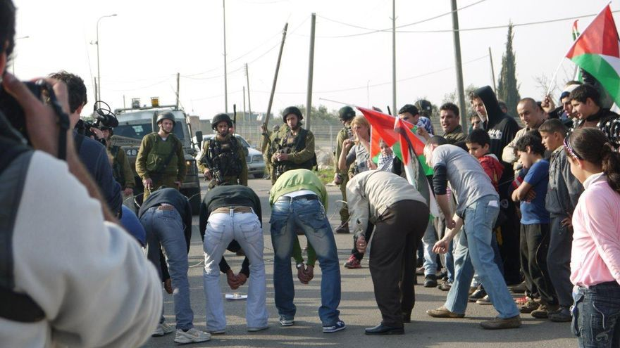 Actividad teatral de 'Combatientes de la Paz' contra la ocupación/ Yesh Gvul