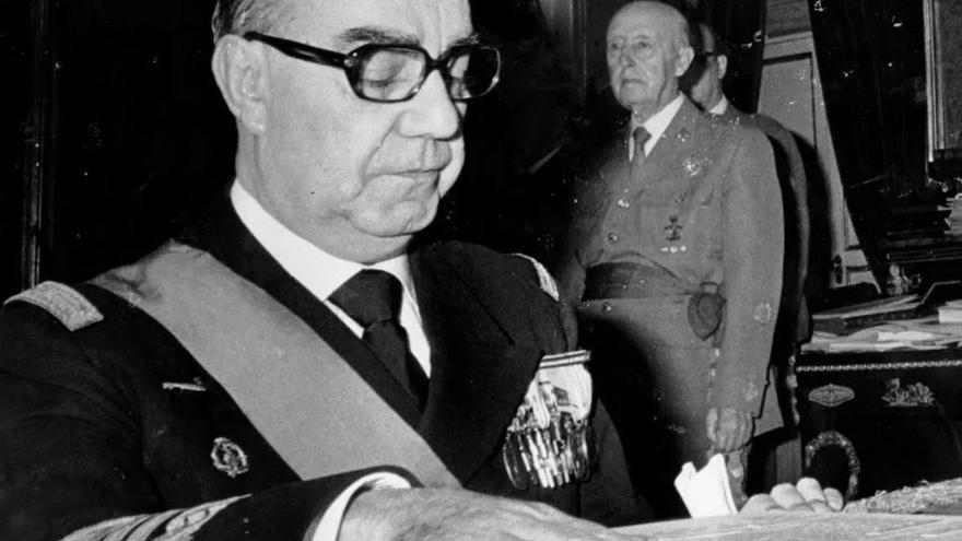 Carrero Blanco jura ante Franco el puesto de Presidente del Gobierno en 1973