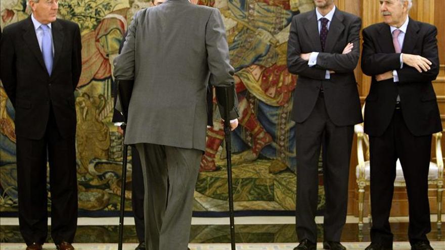 Juan Carlos I recibe a los consejeros de Enagás en una recepción en 2013.