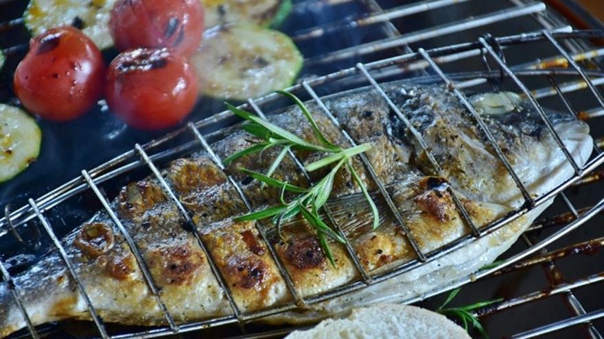 Cómo hacer un pescado a la barbacoa sin que se te desmenuce la carne