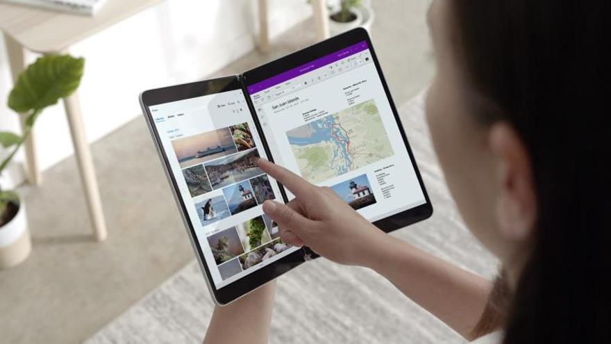 Fotografía cedida por Microsoft donde aparece su nuevo Suface Neo, una tableta con sistema operativo Windows 10 X que consta de dos pantallas de 9 pulgadas y teclado magnético integrable, y que saldrán al mercado a finales de 2020.