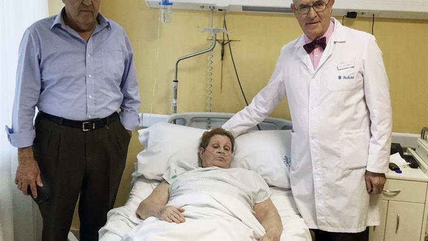 La laparoscopia logra que una mujer con una hernia gigante retome su vida normal