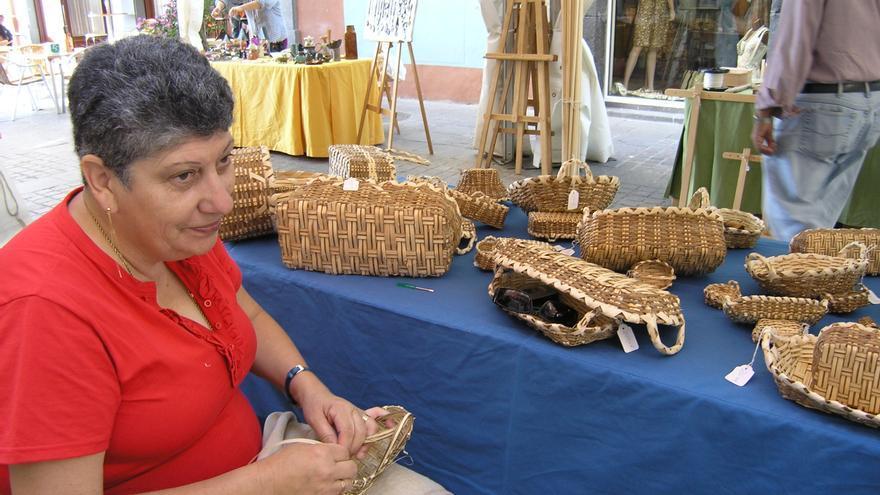 Imagen de archivo de una feria de artesanía.
