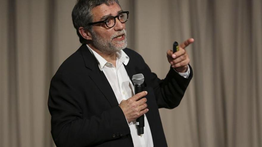 """Plensa rinde homenaje a Vicent Estellés con su relectura de """"L'Hotel París"""""""
