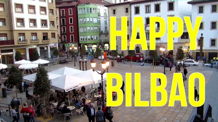 Imagen de la Plaza Unamuno de Bilbao que ilustra el video 'Happy Bilbao'.