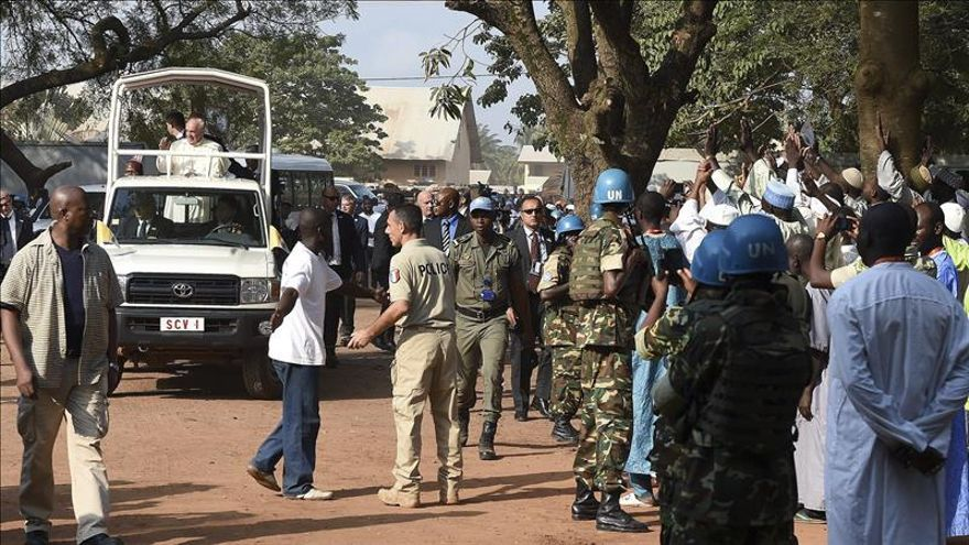 Musulmanes y cristianos de Bangui rompen su muro de odio por un día