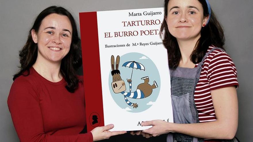 """Las gemelas sevillanas Marta y Reyes Guijarro crean el burro poeta """"Tarturro"""""""