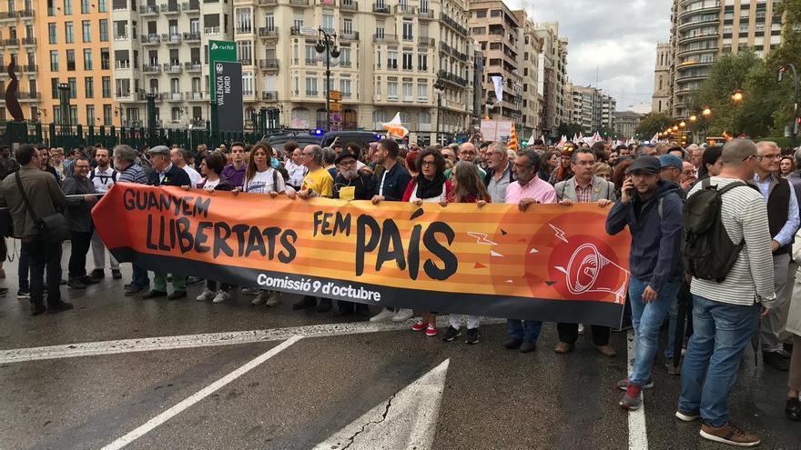 La cabecera de la manifestación de la Comissió 9 d'Octubre