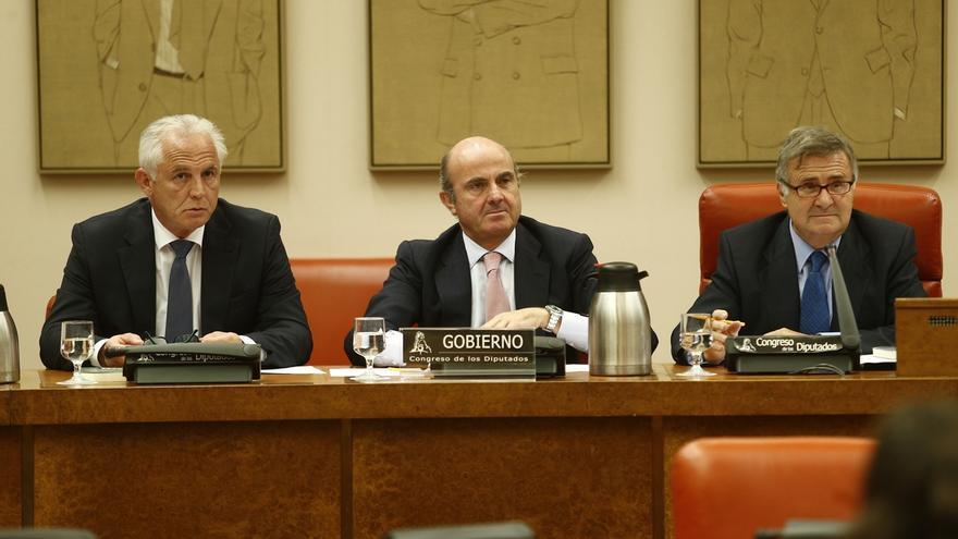 El PP se escuda en el TC ante las críticas de la oposición por la ausencia de Guindos en el Pleno del Congreso