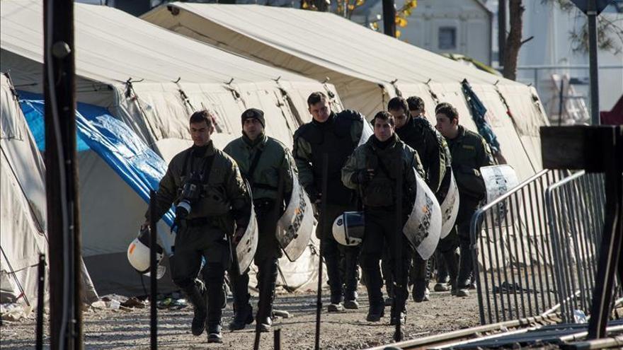 La CE y ACNUR abren 20.000 plazas de acogida temporal para refugiados en Grecia