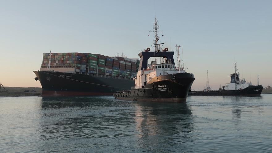 """Se reanuda la navegación en el Canal de Suez tras ser movido el """"Ever Given"""""""