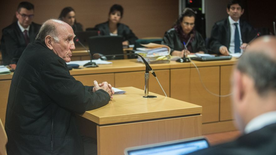 El arquitecto Miguel Ángel Armas Matallana (i) declara ante la Audiencia de Las Palmas como imputado en el juicio del caso Stratvs.