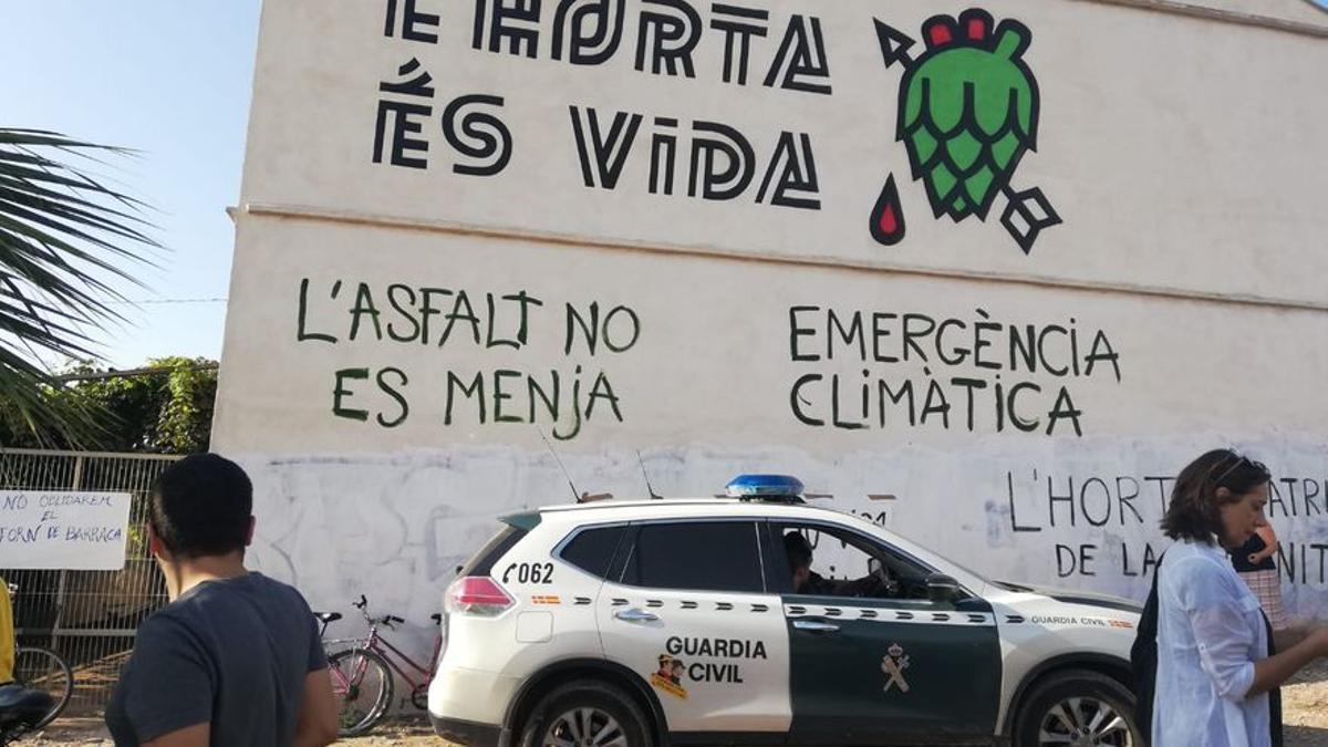 Patrulla de la Guàrdia Civil daban del Forn de Barraca.