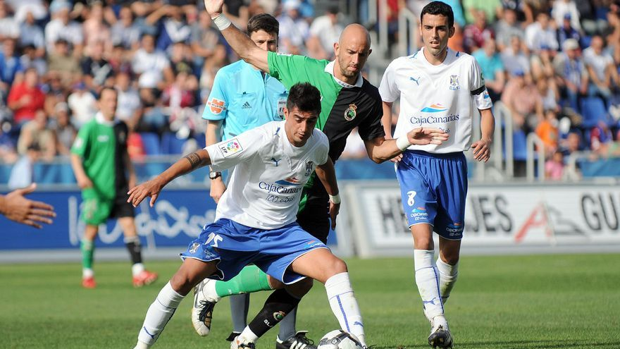 Imagen de archivo de un partido entre el Tenerife y el Racing de Santander.