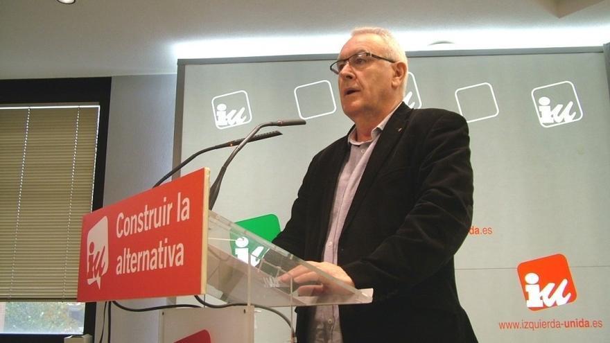 """Cayo Lara atribuye a un intento del PSOE de """"lavar su imagen"""" la participación de gente de izquierdas en su Conferencia"""