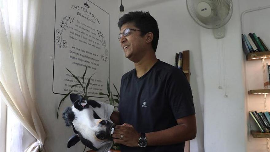 Mujeres con cabeza de vaca para desenmascarar abusos a la mujer en la India
