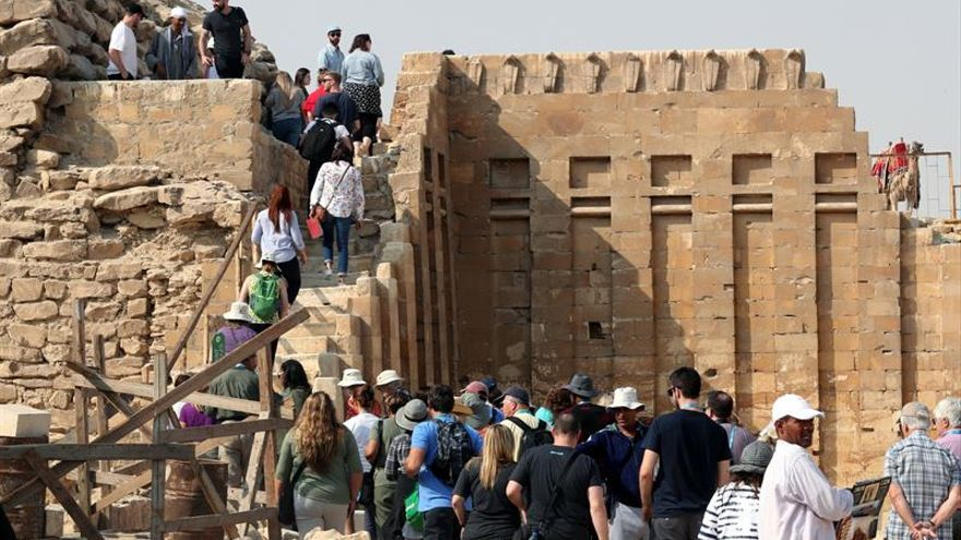 Egipto anuncia un descubrimiento de decenas de momias de animales y estatuas