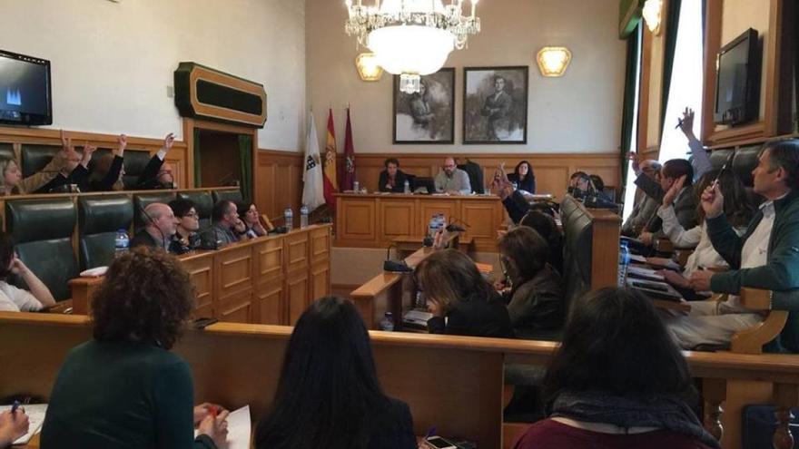 Votación conjunta de PP y PSOE en el pleno de Santiago
