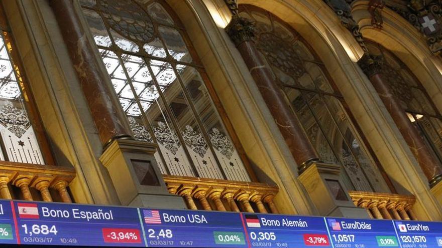 El IBEX 35 abre con una subida del 0,15 por ciento, en busca de los 9.900 puntos