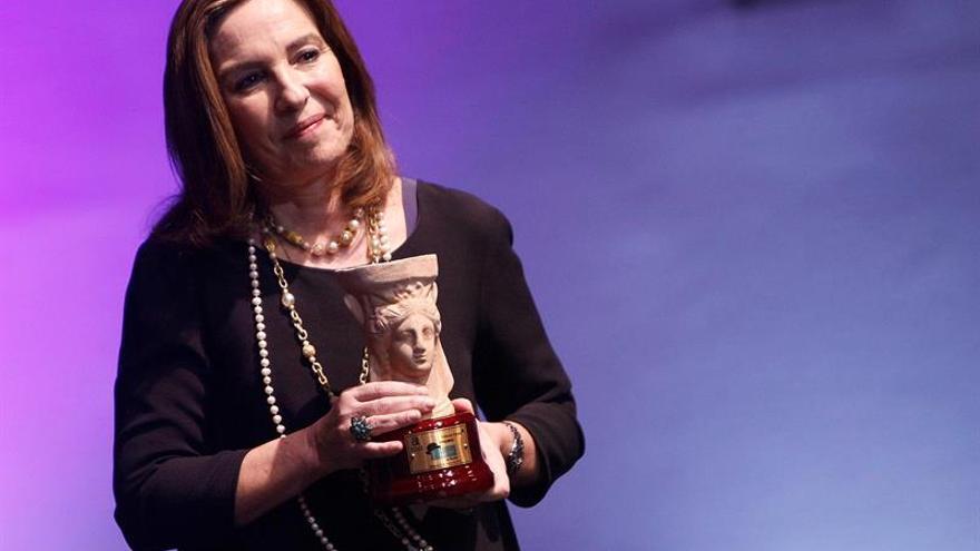 """Reyes Calderón pone risa y llanto en """"Dispara a la Luna"""", premio Azorín"""