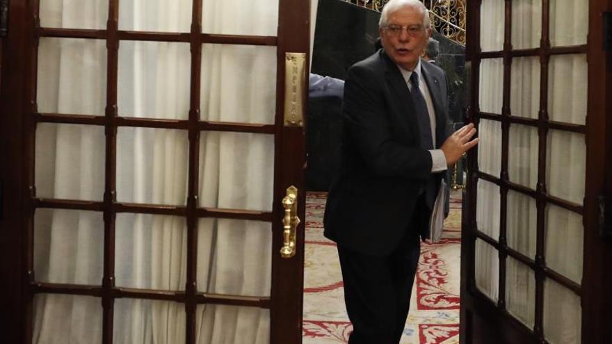 Borrell: comprendo que May minimice críticas, pero sabe lo que firmó