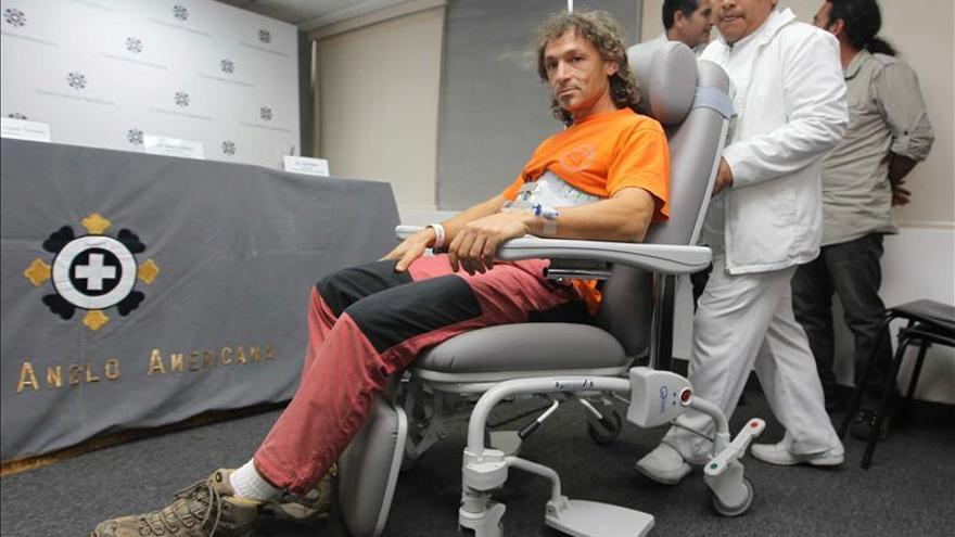 El espeleólogo español rescatado de una cueva en Perú llegará el lunes a Madrid