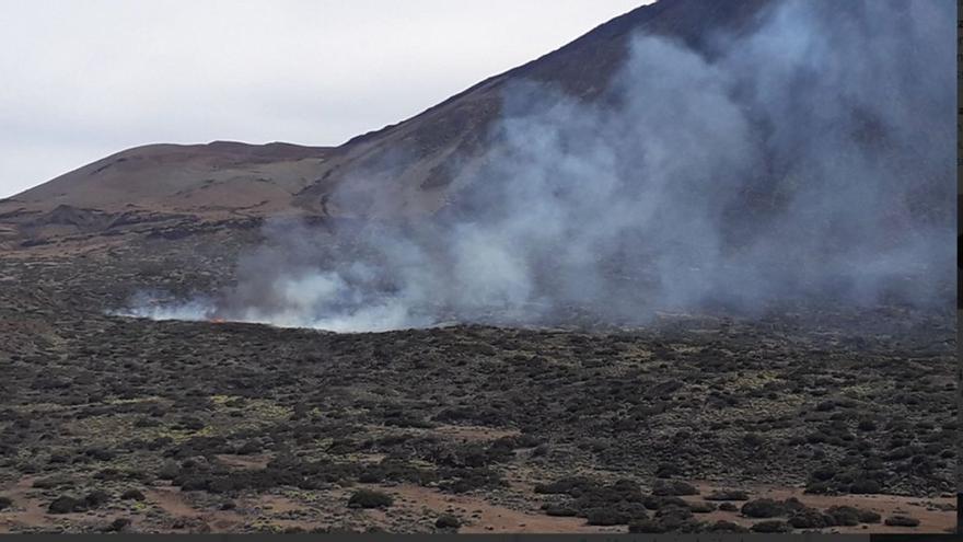 Retamal de cumbre afectado por el fuego en las faldas del Teide, en su vertiente norte