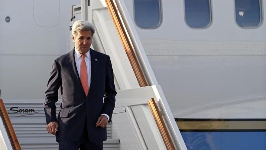 Kerry se reunirá con Abás en París y visitará Austria, Laos y Filipinas