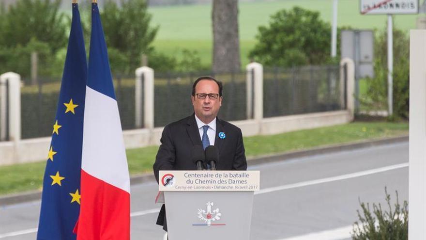 """Hollande: las pistas apuntan al """"carácter terrorista"""" del tiroteo de París"""