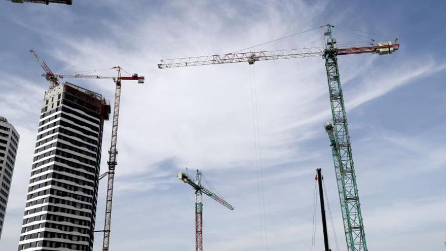 El precio de la vivienda nueva modera su ascenso al 4,5 % en 2019