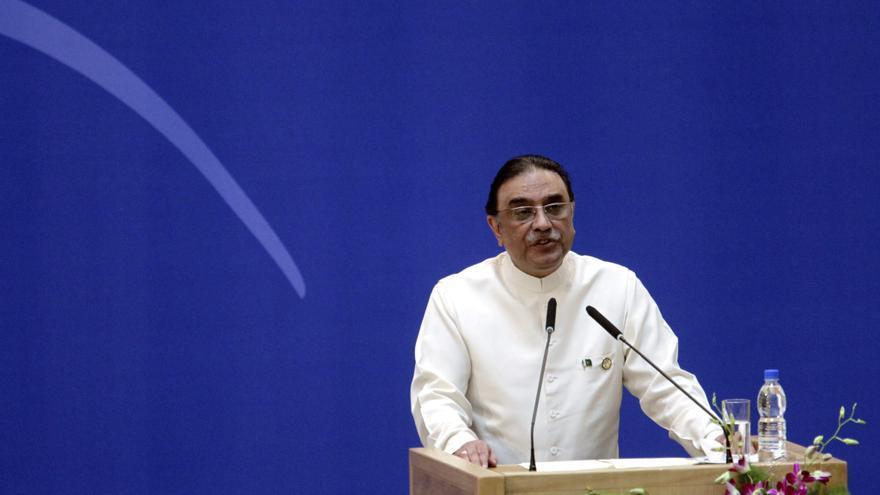 El gobierno paquistaní presenta la carta exigida por el Supremo en el caso contra Zardari