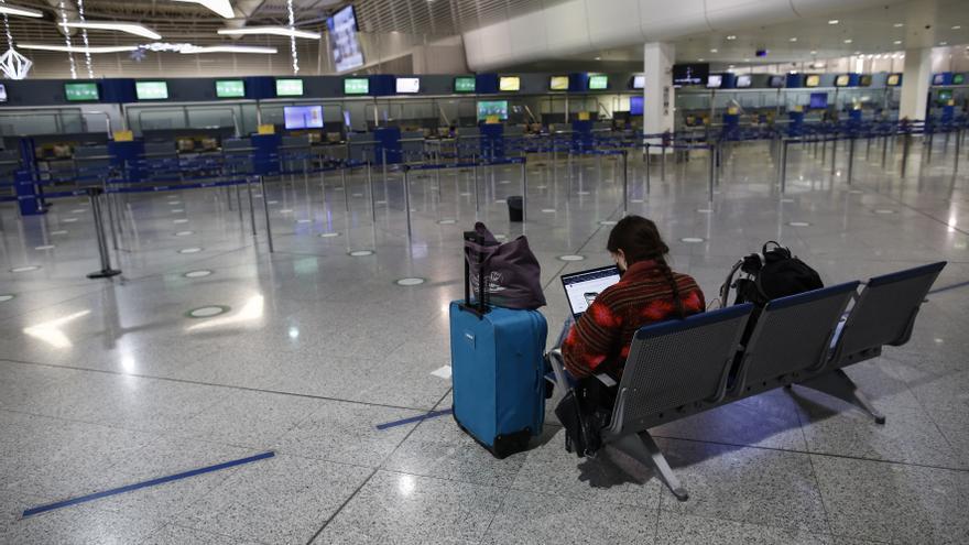 Grecia eleva a diez días la cuarentena para viajeros del Reino Unido