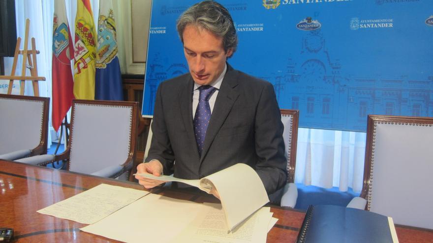 """El alcalde de Santander elogia la """"profesionalidad"""" y la """"coherencia"""" de la plantilla del Racing"""