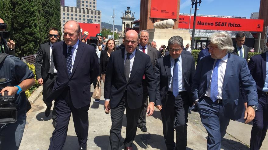 """Guindos afirma que Bankia analiza el """"potencial interés"""" de comprar el Banco Popular"""
