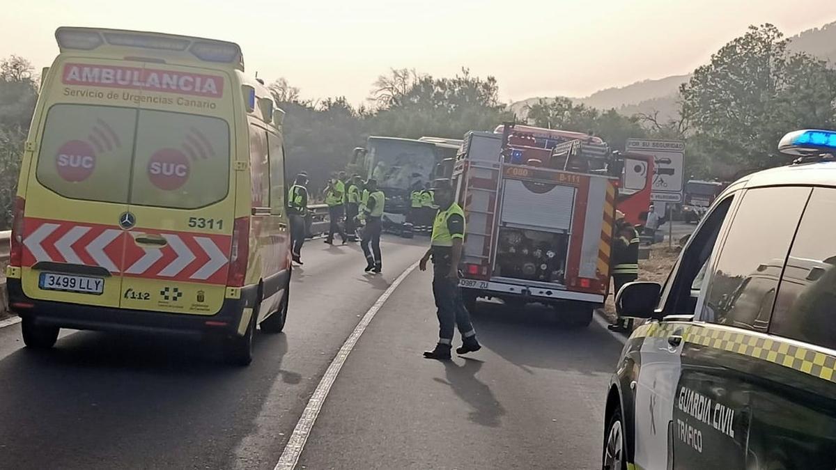 Servicios de emergencia en el lugar del accidente. Foto: LA PALMA AHORA