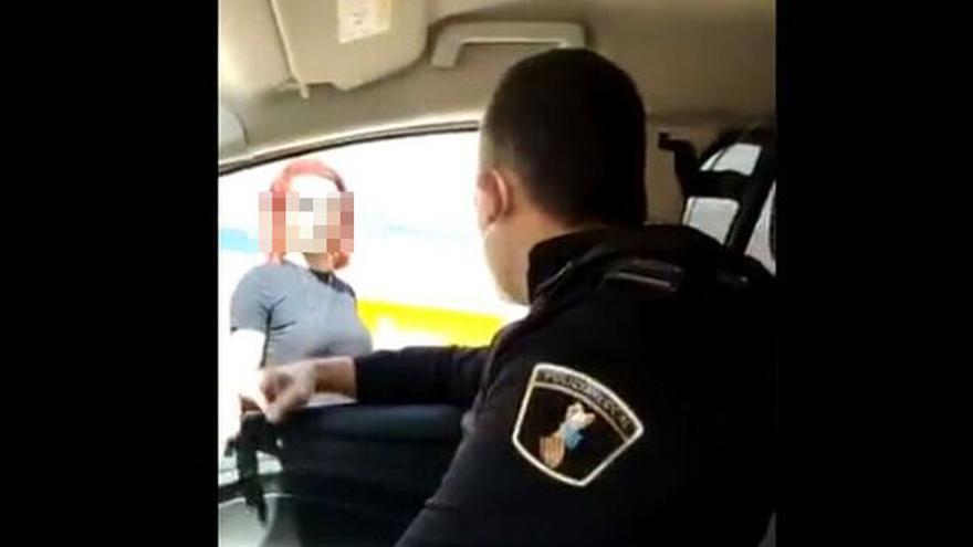 Los agentes de Benidorm se grabaron realizando una agresión verbal tránsfoba