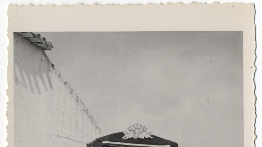 Fotos en el frente, en algún lugar poblado, donde se puede ver cómo la función era realizada para los soldados