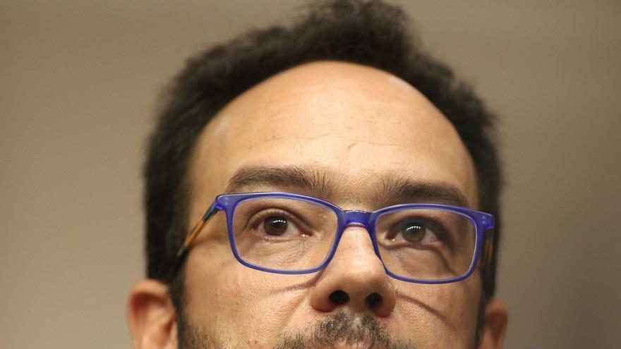 Antonio Hernando asegura que el Grupo Socialista seguirá unido y evita comentar el plan de Pedro Sánchez