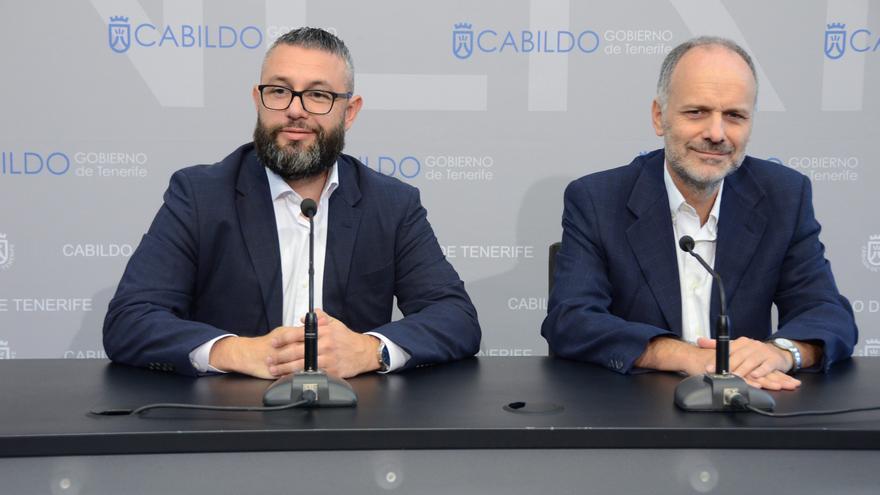 Miguel Ángel Pérez, consejero de Política Territorial en Tenerife, y Francisco Villar, catedrático de la ULL