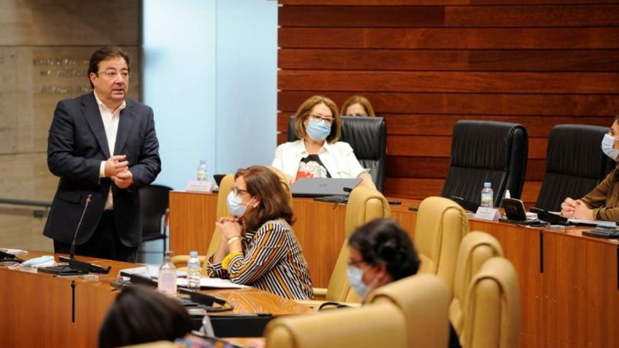 El presidente de la Junta de Extremadura, Guillermo Fernández Vara, comparece en la Asamblea de Extremadura
