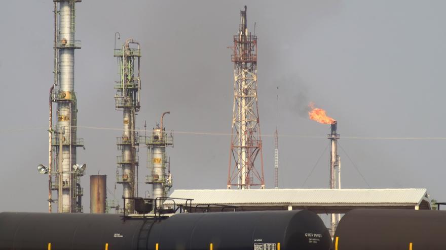 Las importaciones de crudo caen un 28,8 % en junio y se reducen a cero las de EEUU