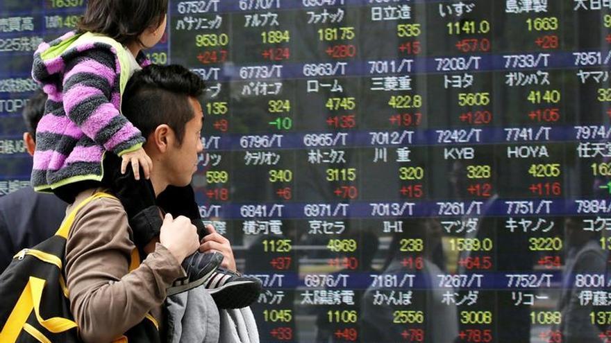 Tokio repunta casi un 6 % impulsado por Wall Street tras el triunfo de Trump