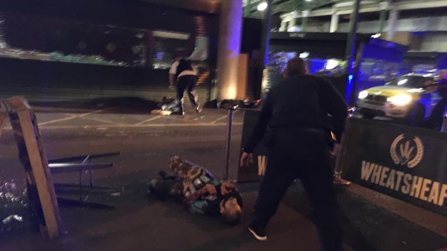 Uno de los supuestos terroristas tras ser abatido por la policía en Borough Market / Gabriele Sciotto. GTRES