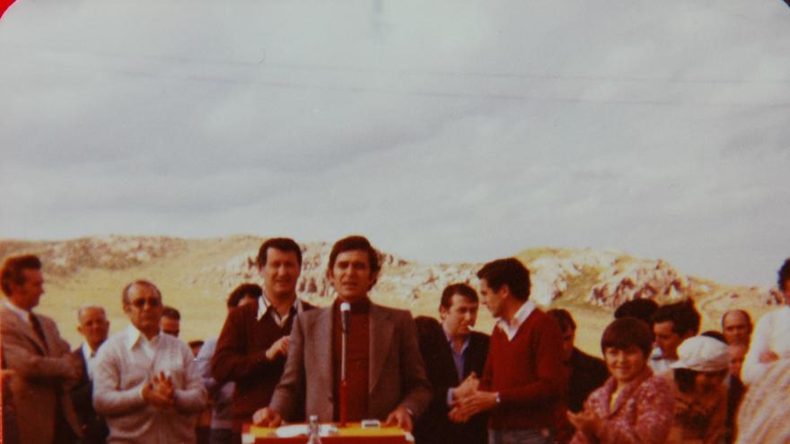 Julián Ariza en Puertollano, dos días después de la legalización CCOO en el cerro de San Sebastían - asamblea abierta