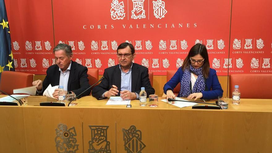 José Salas, Vicente Casanova y María Bernal, portavoces del PP de Comercio, Industria e Innovación